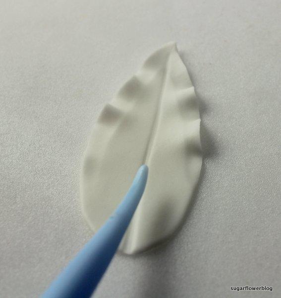White fondant stargazer lily 21