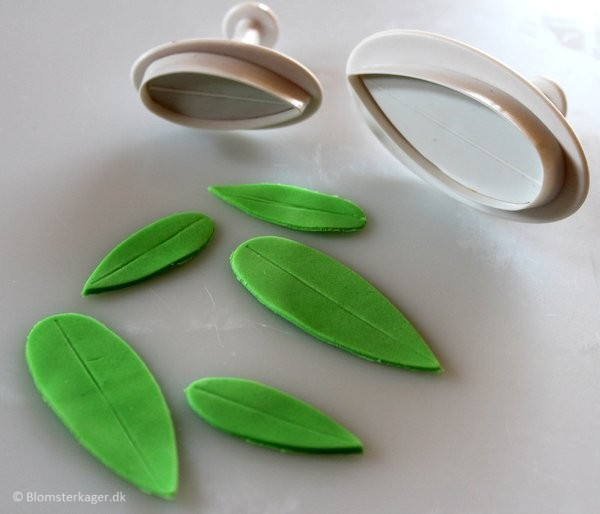 How to make a leaf from fondant or gum paste 7