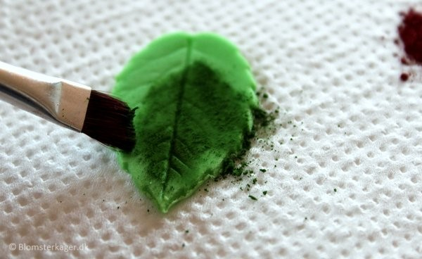 How to make a leaf from fondant or gum paste 17