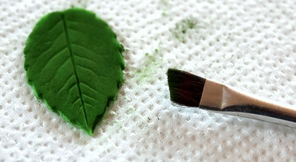 How to make a leaf from fondant or gum paste 18