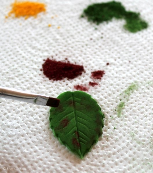 How to make a leaf from fondant or gum paste 19