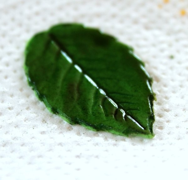 How to make a leaf from fondant or gum paste 22