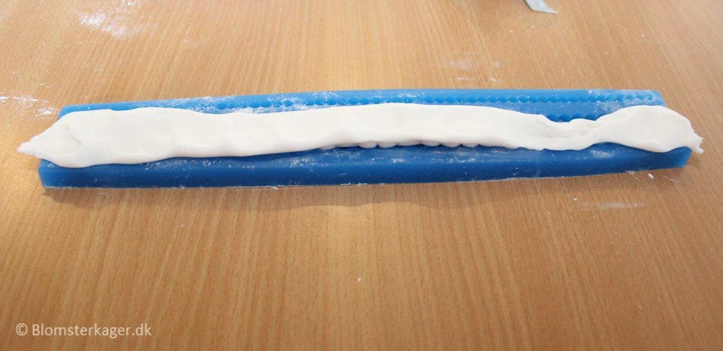 How to make a pearl border from fondant or gum paste